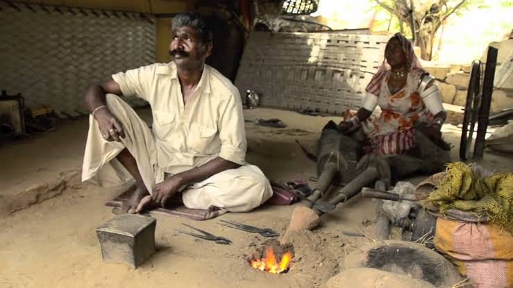 two new Hindi short stories of a black smith and a friend,inspirational story in hindi,inspirational story in hindi for students, motivational stories in hindi for employees, best inspirational story in hindi, motivational stories in hindi language